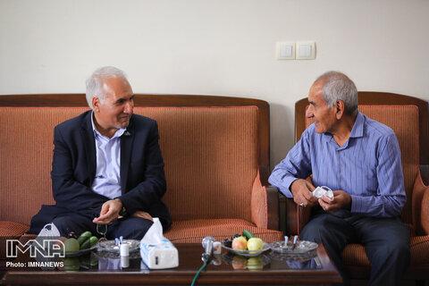 دیدار شهردار اصفهان با خانواده شهید سعید شماعی زاده- ۰۱ مرداد ۱۳۹۹