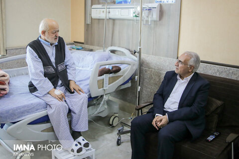 عیادت شهردار اصفهان از سید علی نکویی