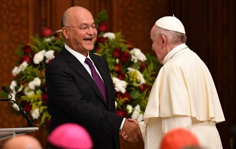 سفیر واتیکان نامه پاپ فرانسیس را به رئیس جمهوری عراق تقدیم کرد