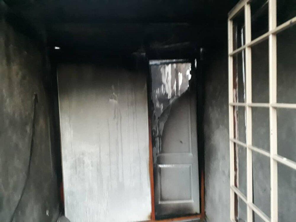پیرزن اصفهانی خود را از میان شعلههای آتش نجات داد+عکس