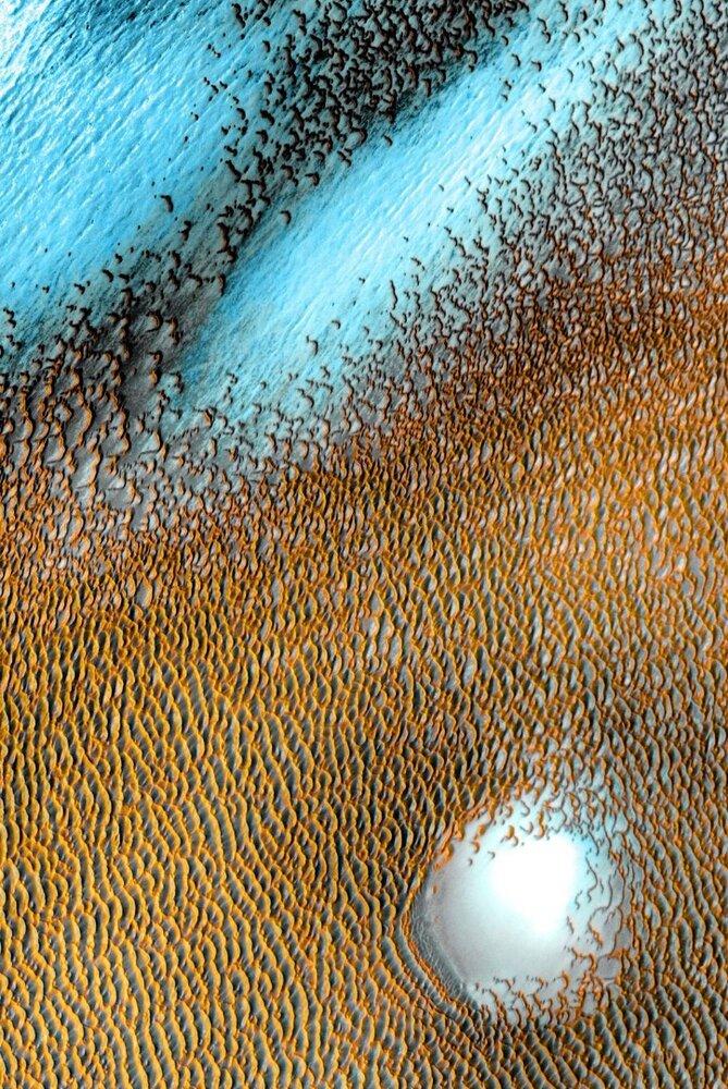 تپههای شنی آبی روی  سیاره سرخ
