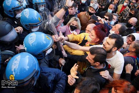 درگیری صاحبان رستوران با پلیس به علت اعمال محدودیت های COVID-19 در رم ، ایتالیا