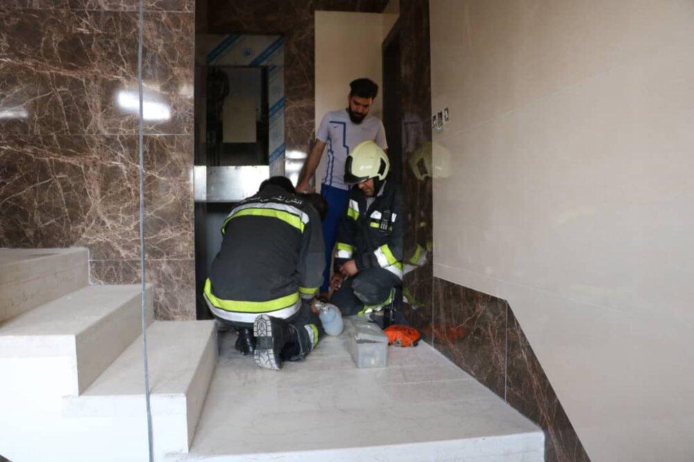 ۶۵ حادثه گرفتار شدن در آسانسور تنها در یک روز