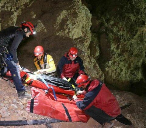 نجات مرد جوان در ارتفاعات کوهپایه