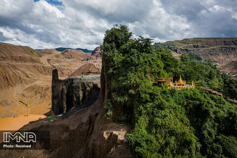 رتبه دوم تک تصویر محیط زیست معبد بودایی در دل جنگلی در میانمار که دستخوش حفاری های انسانی در جستجوی سنگ یشم شده است