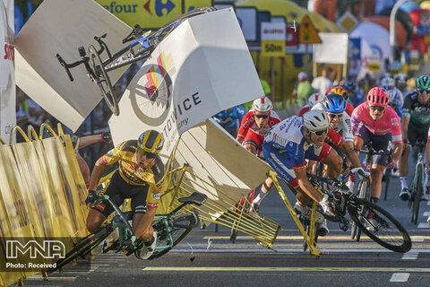 رتبه سوم تک تصویر ورزشی تصادف دوچرخه سواران در تور دوچرخه سواری لهستان