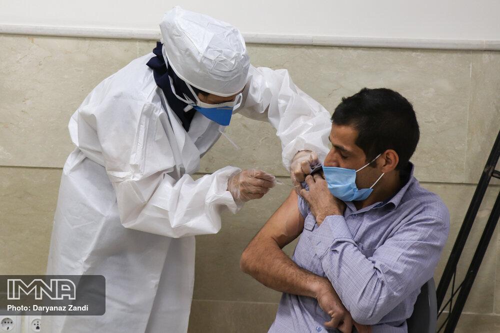واکسیناسیون راهبران اتوبوسرانی اصفهان کلید خورد