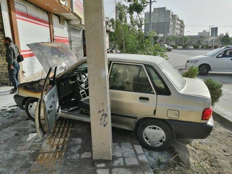 خودرو پراید در مغازه صافکاری طعمه حریق شد + عکس