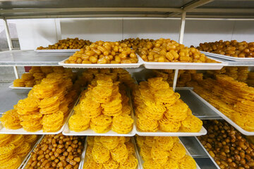 Popular Iftar sweets; Zoolbia,Bamieh