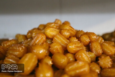 Popular Iftar sweets; Zoolbia and Bamieh