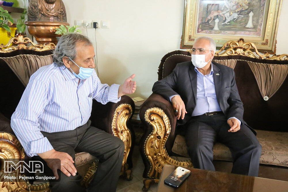 هنرمندان بخشی از هویت شهر اصفهان هستند/ بستر ترویج هنرهای فاخر فراهم شود