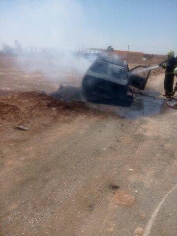 خودرو پژو در آتش سوخت+ عکس