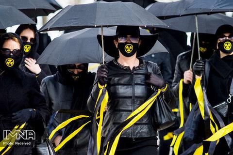 پوشش جالب زنان در روز گرامیداشت فاجعه هسته ای چرنوبیل در مینسک بلاروس
