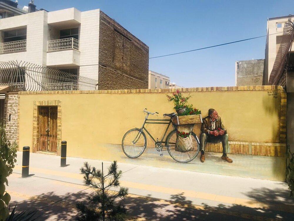 تصویر گل فروش معروف بر روی یکی از دیوارههای شهر ماندگار شد