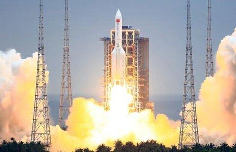 موشک چینی در حال سقوط به زمین است؛ مراقب بالای سرتان باشید!