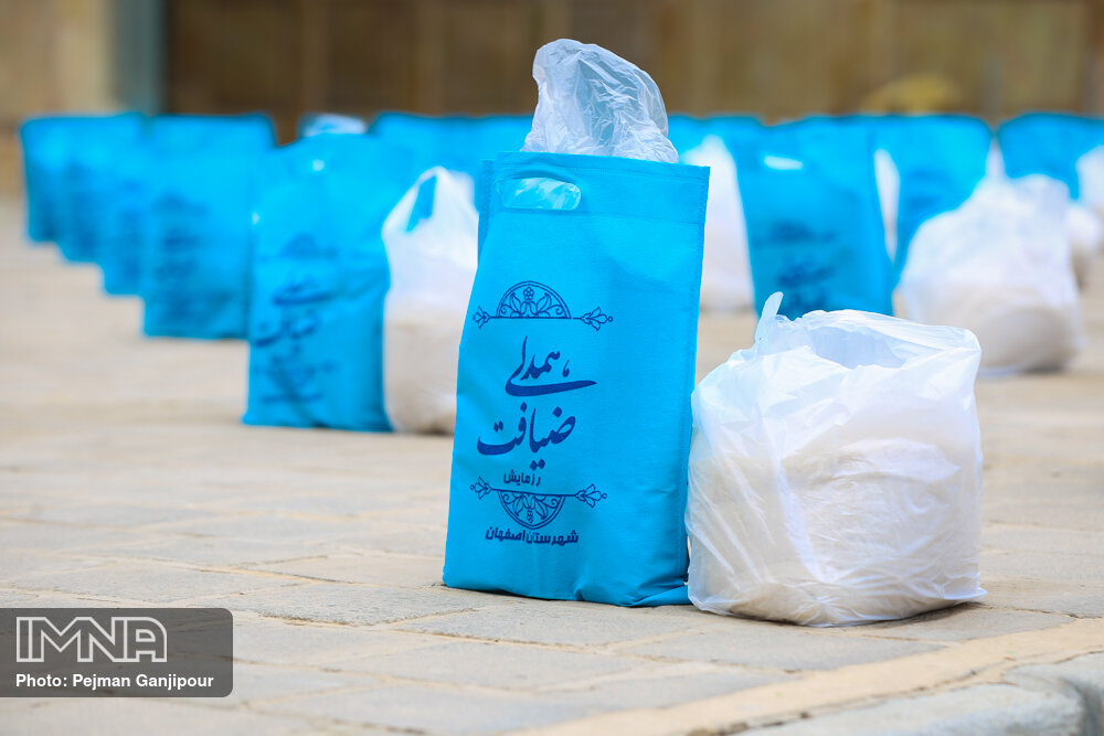 توزیع شش هزار بسته معیشتی در نجف آباد
