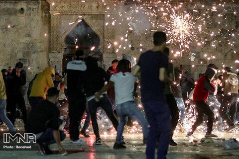 درگیری نظامیان اشغالگر صهیونیستی با نمازگزاران فلسطینی در مسجد الاقصی