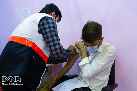 واکسیناسیون در تهران به روزانه ١٠٠ هزار دوز رسید