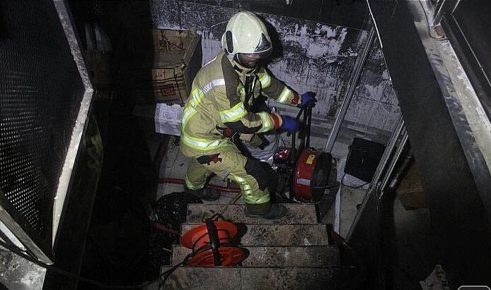 آتشسوزی گسترده در انبار شیرخشک در پامنار + عکس