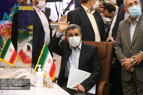 محمود احمدی نژاد، رئیس دولت نهم و دهم