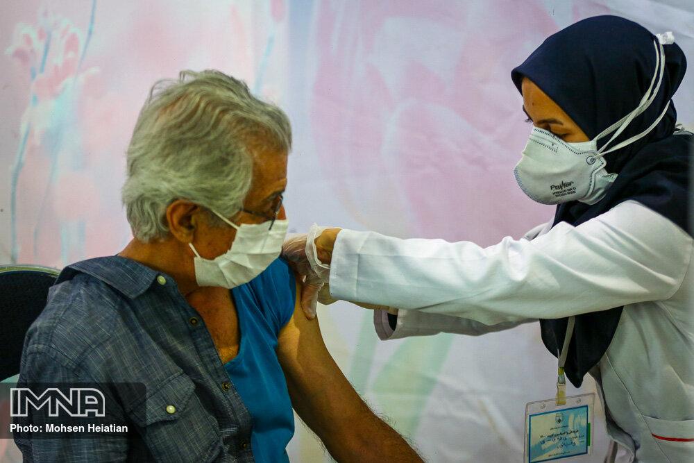 مرد ۱۳۳ ساله ایرانی واکسن کرونا دریافت کرد