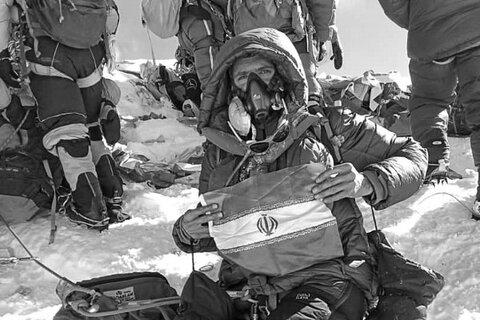 فتح قله اورست توسط کوهنورد اصفهانی