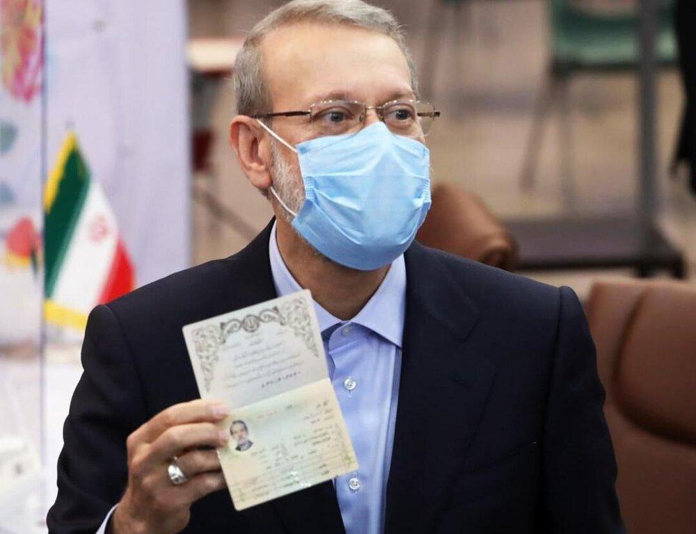 علی لاریجانی رای خود را در ساری به صندوق انداخت 