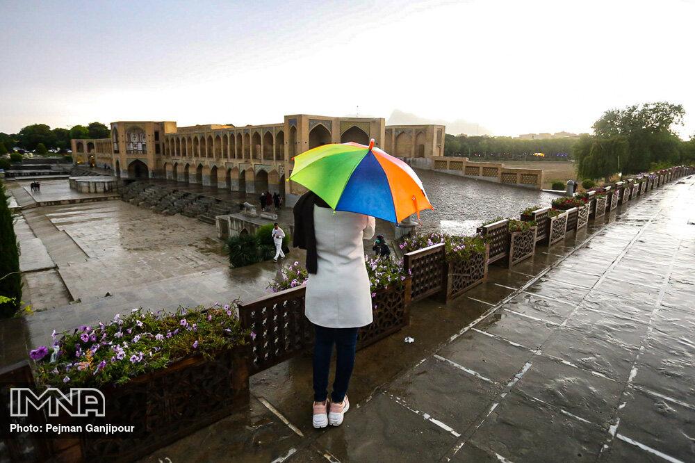 بارش های باران بهاری در اصفهان