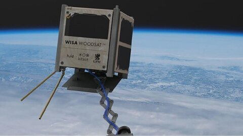 پرتاب نخستین ماهواره چوبی جهان+ عکس