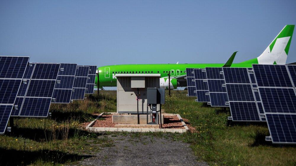 مزایا و چالشهای نصب پنلهای خورشیدی در فرودگاهها