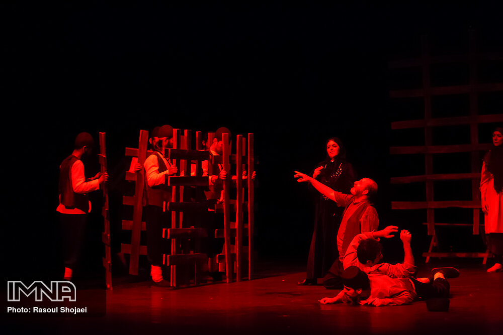 اولین نمایش سال جدید اصفهان روی صحنه رفت