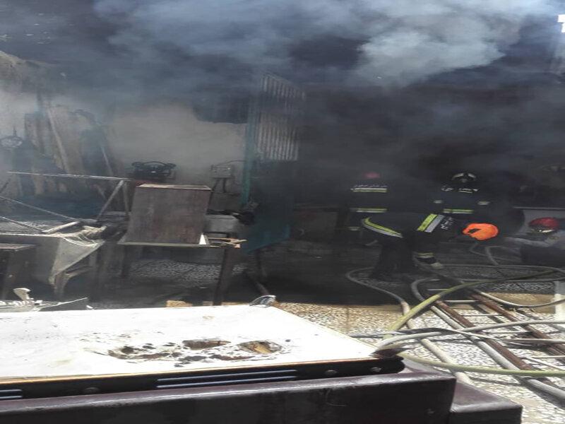 کارگاه مبلسازی گرفتار شعلههای آتش شد+ عکس