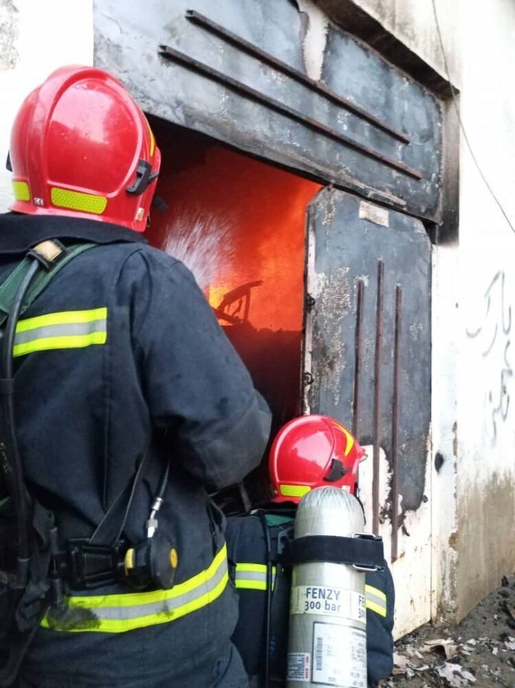 مغازه کفاشی در آتش سوخت