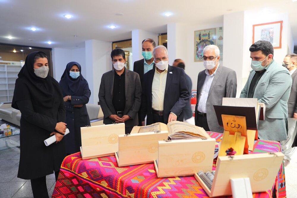 رونمایی از یک نسخه خطی قرآن با حضور شهردار اصفهان