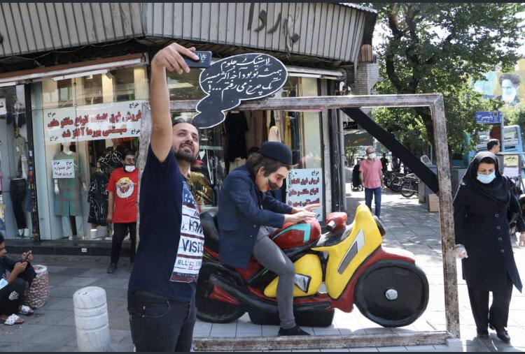طرح ترغیبی موتوریار با اجرای پرفورمنس در خیابانهای تهران