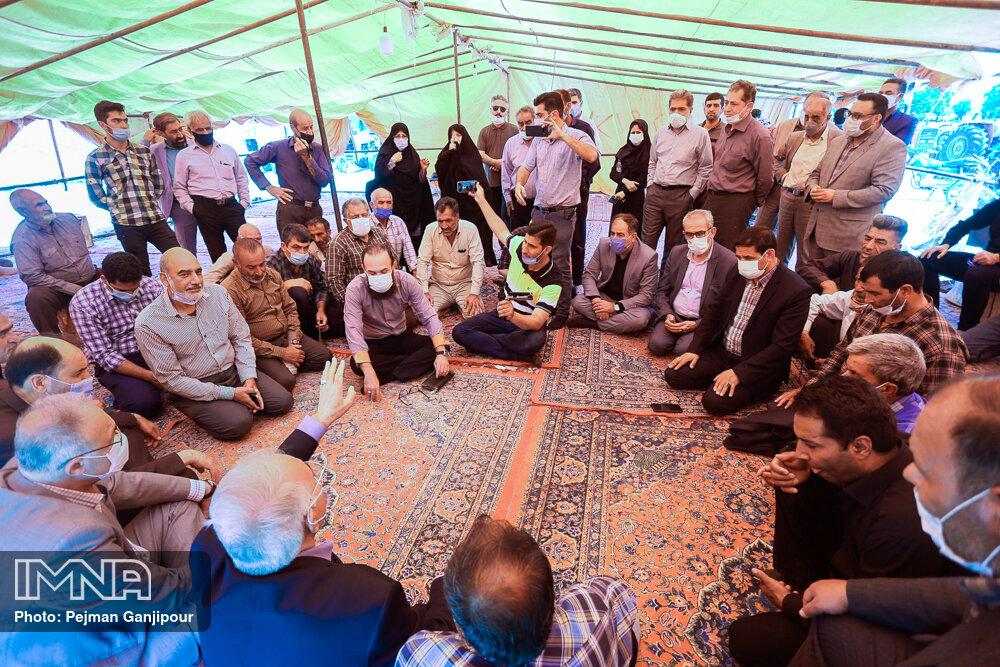 دیدار مدیران شهری اصفهان با کشاورزان شرق