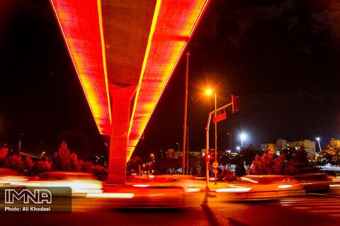 نورافشانی پل شهدای دفاع مقدس به مناسبت آزادسازی خرمشهر