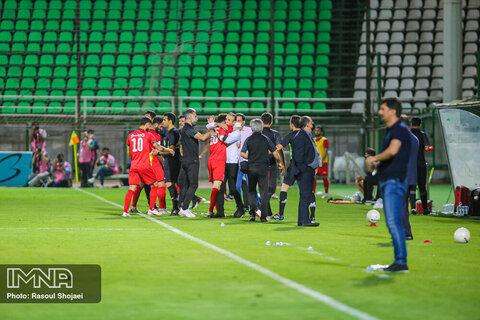 دیدار فوتبال ذوب آهن و پرسپولیس