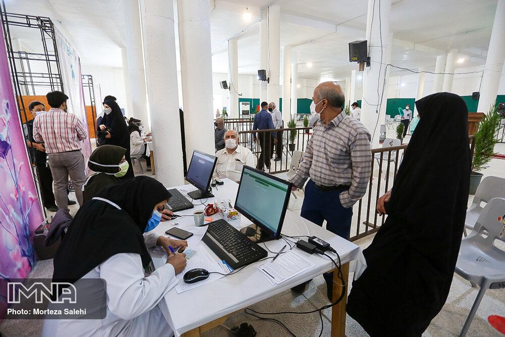 تزریق ۸۰۰ هزار دوز واکسن در استان اصفهان/ در وضعیت فوق قرمز هستیم