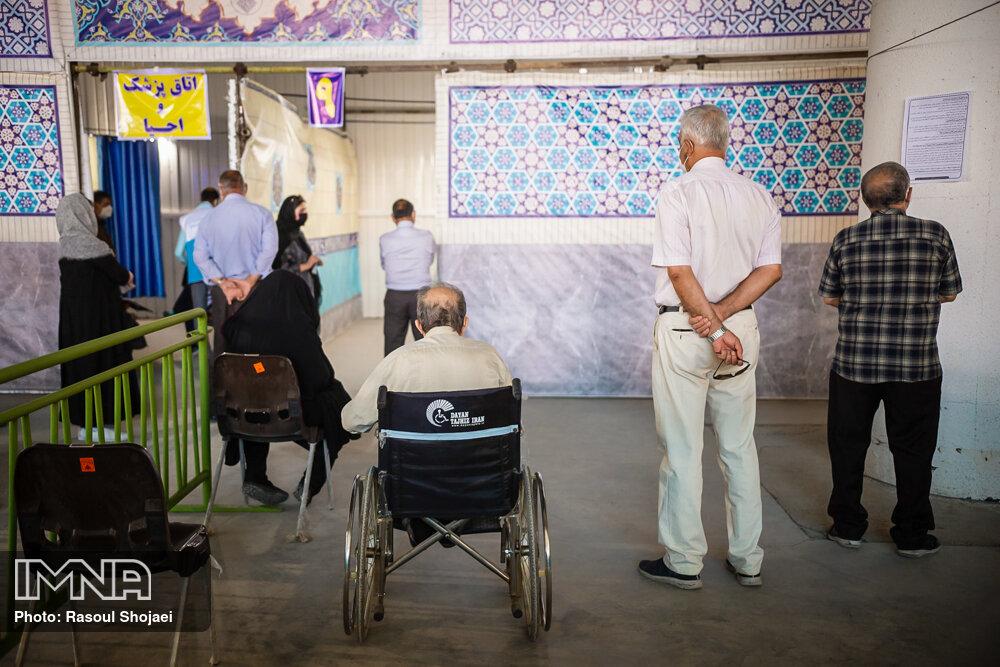 استقبال خوب سالمندان اصفهانی از واکسیناسیون کرونا