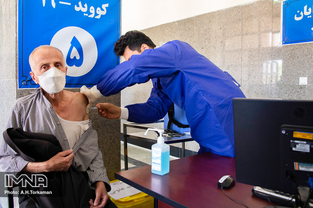 شرایط تزریق واکسن در مبتلایان کرونا چیست؟