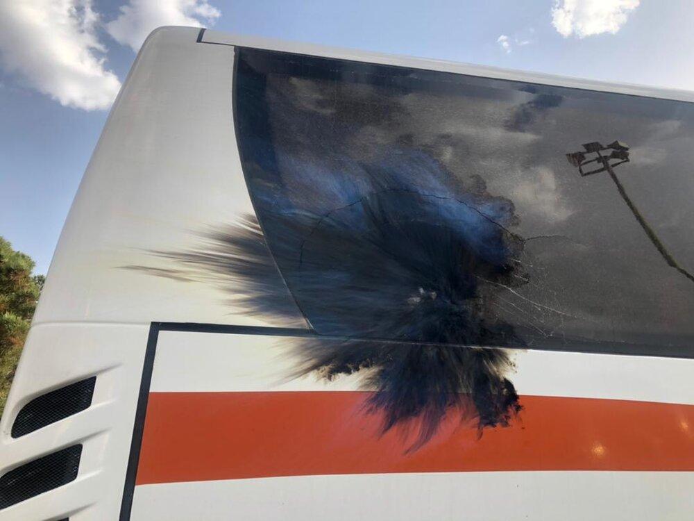 پرتاب مواد منفجره به اتوبوس پرسپولیس در مسیر فولادشهر + فیلم، عکس و جزئیات