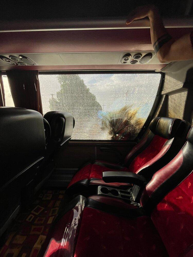 پرتاب مواد منفجره به اتوبوس پرسپولیس در مسیر فولادشهر + عکس و جزئیات