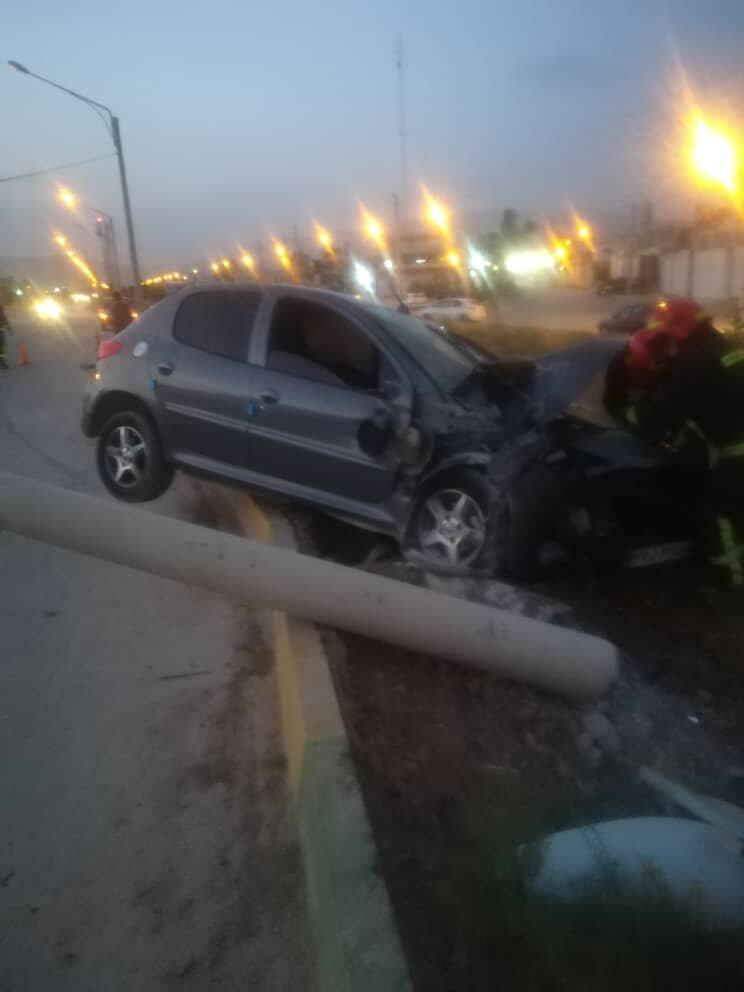 تصادف منجر به حریق در شیراز / ۲ نفر مصدوم شدند