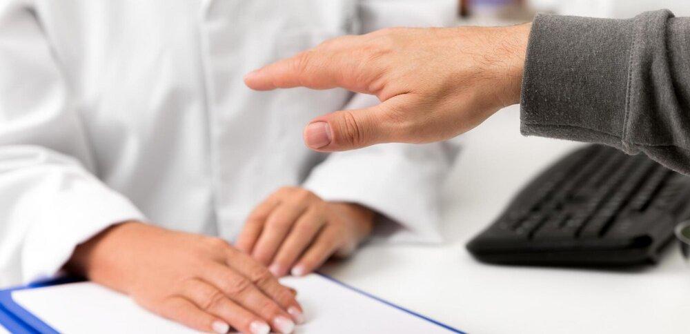 دلیل لرزش دستها چیست؟