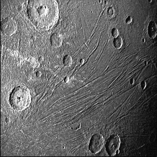"""فضاپیمای """"جونو"""" در کنار قمر سیاره مشتری"""