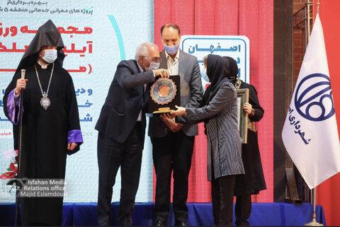 اهدای نشان شهروند افتخارآفرین شهر اصفهان به «رومینا سالک»