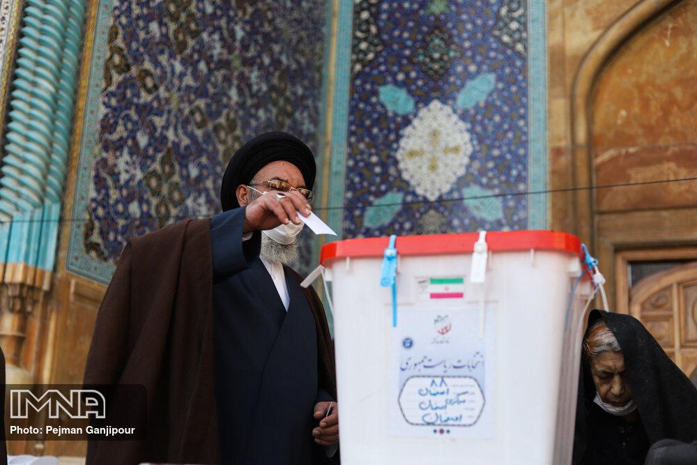 امام جمعه اصفهان: رأی ندادن در انتخابات رأی دادن به نظر دشمنان است