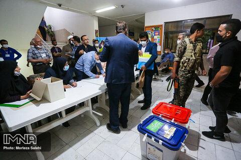 تحویل صندوق های رای به فرمانداری_ مبارکه