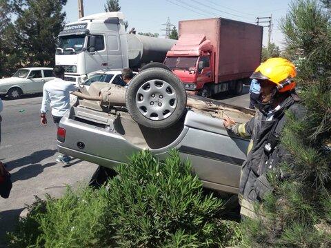 مصدوم شدن مرد جوان در واژگونی خودرو
